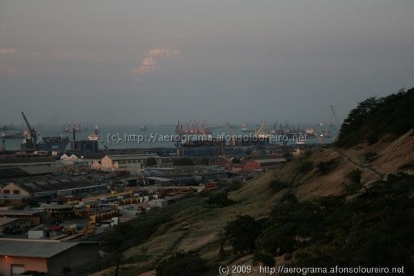 Porto de Luanda visto do Eixo Viário