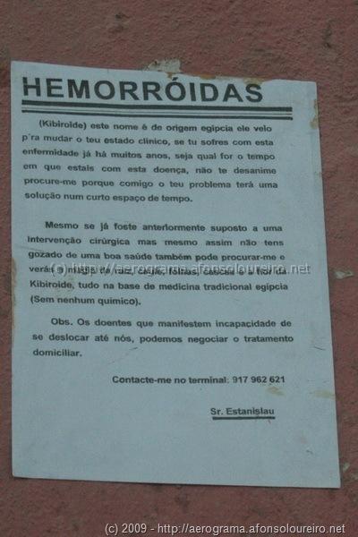 Cartaz anunciando tratamento para hemorróidas