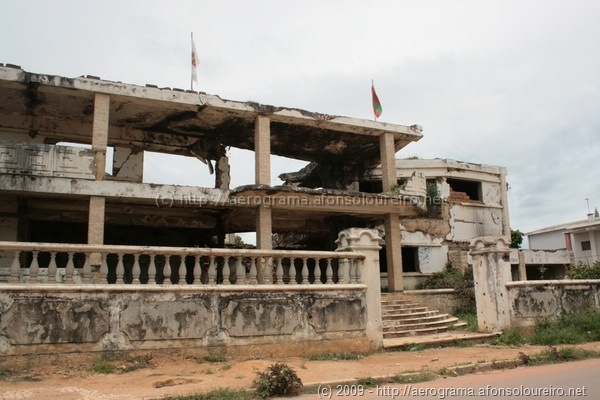 Casa de Jonas Savimbi destruída