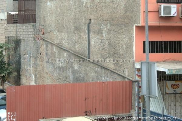 Nova rede de esgotos instalada na fachada
