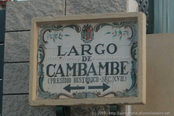 Placa toponímica do Largo de Cambambe
