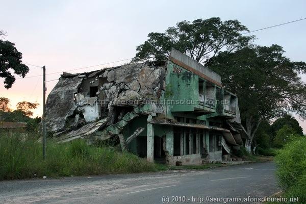 Edifício destruído