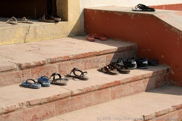 Sapatos nos degraus
