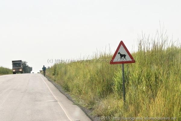 Sinal A19a, em Angola
