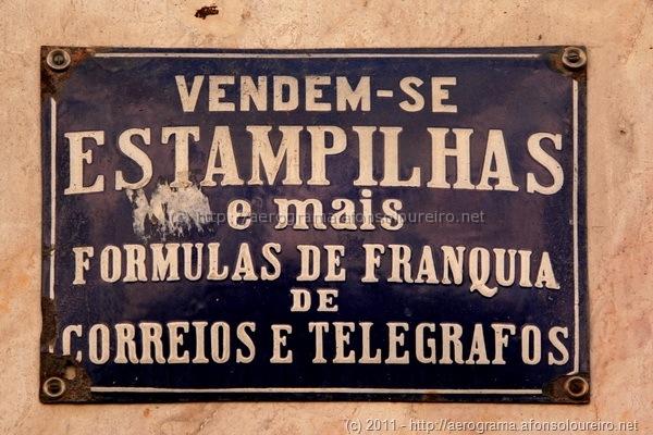 Vendem-se estampilhas e mais fórmulas de franquia de correios e telégrafos