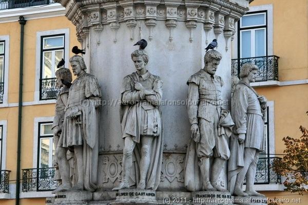 Pedestal da estátua de Camões